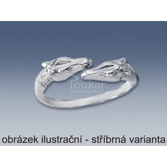 stříbrný pozlacený prsten dvě hlavy koně