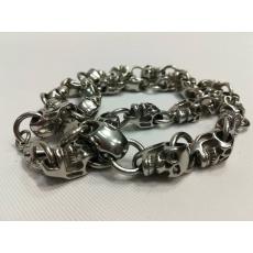 masivní kovový náhrdelník lebky